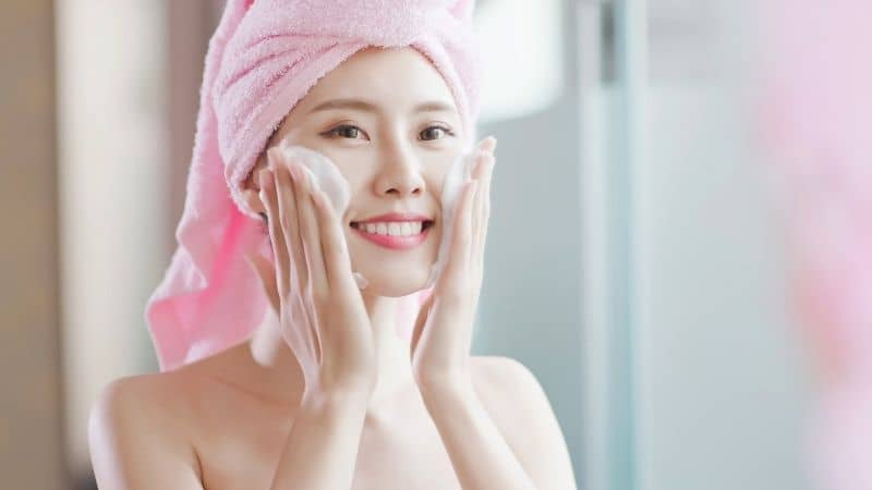 Best Face Wash For Glowing Skin in India-2021